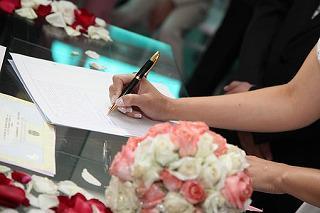 bride-signing-615556__340.jpg