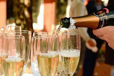 champagne-2407247__340.jpg