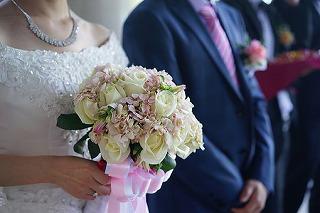 holding-flowers-1729426__340.jpg