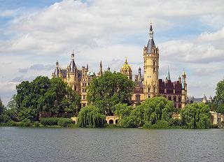 schwerin-castle-557368_960_720.jpg