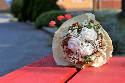 white-flower-bridal-bouquet-3624432__340.jpg